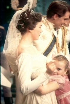 Cinderella making of scene Julie Andrews Young, Julie Andrews Movies, Hollywood Fashion, Classic Hollywood, Sound Of Music, Pop Music, Eliza Doolittle, Fair Lady, Dark Photography