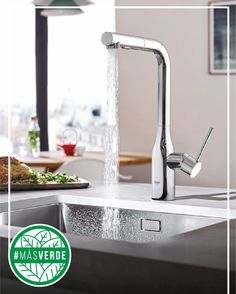 Usar el agua caliente para descongelar implica gastar muchos litros de agua. Saca el alimento con tiempo #MásVerde