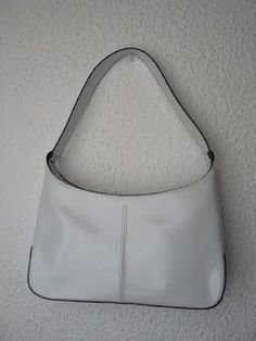Bolso blanco minimalista