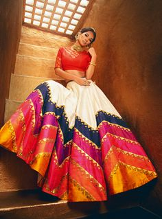 Lehenga Inspiration - Best Wedding Planners in India Indian Wedding Guest Dress, Dress Indian Style, Indian Wedding Outfits, Indian Outfits, Wedding Dress, Simple Pakistani Dresses, Indian Gowns Dresses, Sangeet Outfit, Mehendi Outfits