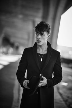 Finn Wittrock Embraces Cool Edge in Jeffrey Rüdes for Flaunt