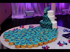 Peacock cake that cascades into cupcakes. this is the current winner of our Most Favorite Cake Ever right now! Peacock Cupcakes, Peacock Cake, Peacock Wedding Cake, Peacock Theme, Peacock Dress, Peacock Colors, Peacock Design, Pretty Cakes, Beautiful Cakes