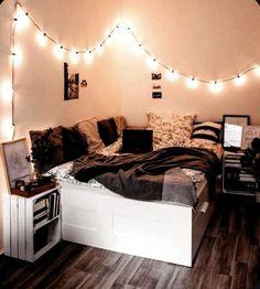 Bedroom Decor For Teen Girls, Room Ideas Bedroom, Girl Bedroom Designs, Small Room Bedroom, Bedroom Goals, Cozy Teen Bedroom, Bedroom Inspo, Teen Girl Bedrooms, Diy Bedroom