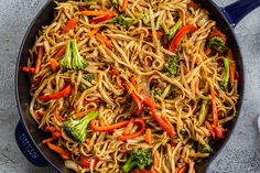 Veggie Lo Mein brings unbelievable food to your table in under 30 minutes. Love slurpy, noodle-y goodness? This quick and easy meal is sure to please. Asian Recipes, Beef Recipes, Vegetarian Recipes, Cooking Recipes, Vegetarian Lo Mein, Veggie Yakisoba Recipe, Beef Yakisoba, Beef Lo Mein Recipe Easy, Veggie Lo Mein