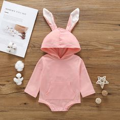 Bunny ears hoodie bodysuit is super cute. It is made of high quality materials and has an adorable design. Perfect baby shower gift / great gift for baby boys and girls. Color Options: Pink and Gray is available. Suitable sizes available for babies from newborn to 24 months old. Twin Outfits, Baby Outfits Newborn, Matching Outfits, Bunny Ears And Tail, Baby Kids, Baby Boy, Baby Coming Home Outfit, Bunny Costume, Easter Outfit