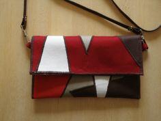 Bolsa-carteira-clutch vermelha. Frente.