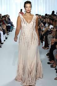 vestido de madrinha de casamento longo plus size modelo solto 5