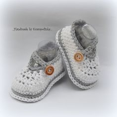 Sometimes I just amaze myself. Positively and also negatively.   One day I was sitting over a small pile of skeins thinking what to crochet. I love baby shoes so I was not hesitating long and started crocheting. Over an hour one small and cute baby shoe was sitting at the fireplace mantel. I took