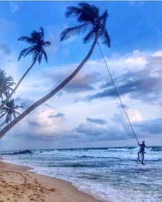 Who want to swing like this  visit South #SriLanka to experience  Photo @simaksuhail  #TravelSriLanka #VisitSriLanka #Holiday #South #Galle #beach #Srilankabeach #Travel