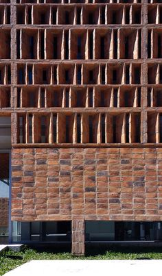 Image 3 of 29 from gallery of Memoir Medical Clinic / Estudio ELGUE. Photograph by Estudio Elgue Detail Architecture, Brick Architecture, Sustainable Architecture, Brick Design, Facade Design, Building Facade, Building Design, Brick Images, Brick Detail