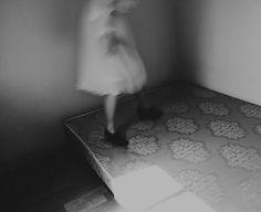 Sawdust, Rebecca Cairns - Photographie d'art Cairns, Love Photography, Black And White Photography, Film Stills, Art Boards, Fringes, Solitude, Body Parts, Blur