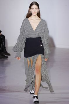 See the complete Wanda Nylon Fall 2017 Ready-to-Wear collection.