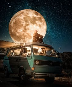 My name Rama Krisna Mukti Adi - a Photoshop artist from Indonesia. When I was 15 years old, I learned how to use Photoshop. Ever since then, I have been expressing my ideas and imagination using Photoshop. Transporter T3, Vw T3 Syncro, Psy Art, Moon Photography, Moon Art, Galaxy Wallpaper, Photo Manipulation, Belle Photo, Cute Wallpapers