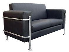 """Si lo que busca es un sillón para una recepción de alto nivel ejecutivo, tenemos este de una sola plaza en tela color negro, cuenta con estructura de madera de pino reforzada de 1"""", para confort y durabilidad, son utilizados resortes en zig-zag de acero tanto en el asiento como en el respaldo cubierto por una capa de delcrón laminado de 1"""". Con un diseño elegante y moderno que proporciona una excelente presentación, su estructura metalizada terminada en cromo con diseño italiano en el…"""