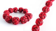 """How to Make a Monkey's Fist """"Beaded"""" Paracord Bracelet Tutorial Paracord Zipper Pull, Paracord Knots, Paracord Keychain, Paracord Bracelets, Loom Bracelets, Macrame Bracelets, Friendship Bracelets, Paracord Tutorial, Macrame Tutorial"""