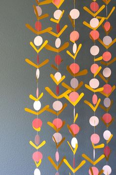 DIY: Simple Paper Flower garland - Home Page Simple Paper Flower, Paper Flower Garlands, Paper Bunting, Origami Garland, Diy Flowers, Diy Arts And Crafts, Diy Crafts, Diy For Kids, Crafts For Kids