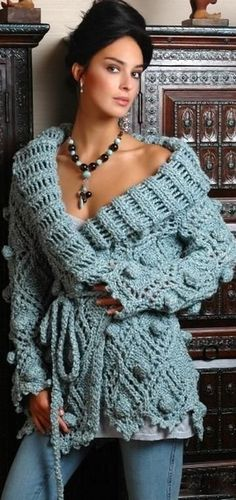 Portuguese site - beautiful sweater - there is a chart but pattern is in Portuguese (I think it is - Google Chrome tells me it is/can't translate it because it's a file vs. text...).