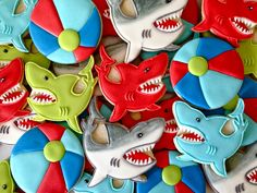 Oh Sugar Events: Shark Attack! Shark Cookies, Fish Cookies, Iced Cookies, Cute Cookies, Shark Cake, Summer Cookies, Cookie Designs, Cookie Ideas, Birthday Cookies