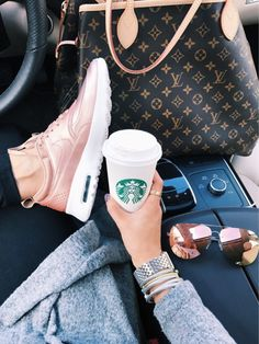 Louis vuitton backpacks – Just Trendy Girls Louis Vuitton Rucksack, Louis Vuitton Neverfull, Fashion Mode, Womens Fashion, Nike Gold, Look Cool, Luxury Lifestyle, Travel Style, Starbucks
