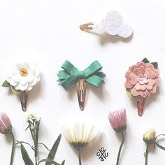 Felt Flowers Hair Clip Set Glitter Cloud Felt by giddyupandgrow Felt Hair Clips, Baby Hair Clips, Flower Hair Clips, Felt Flowers, Flowers In Hair, Fabric Flowers, Handmade Felt, Handmade Crafts, Diy And Crafts