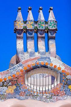 chimneys at the roof terrace of 'casa batlló'david cardelus antoni gaudi casa batllo barcelona spain designboom Spanish Architecture, Beautiful Architecture, Architecture Details, Architecture Art, Barcelona Architecture, Sustainable Architecture, Residential Architecture, Contemporary Architecture, Gaudi Mosaic