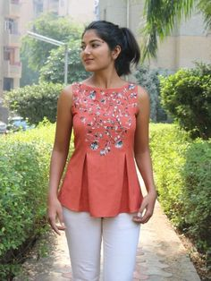 Linen top for women/ Brown linen top/ Pleated linen top/ Loose top for women/ Made to order/ Custom Short Kurti Designs, Designer Blouses Online, Stylish Dresses For Girls, Stylish Tops For Women, Vintage Clothing Online, Fancy Tops, Kurti Designs Party Wear, Creation Couture, Vintage Tops