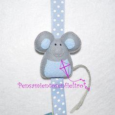 Chupetero de fieltro : Ratón gris-azul con lazo ancho azul lunares y pinza metálica