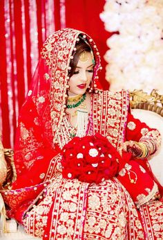 Pakistani Wedding Outfits, Indian Bridal Outfits, Indian Bridal Fashion, Pakistani Bridal Dresses, Indian Bridal Wear, Red Wedding Dresses, Bridal Dupatta, Bridal Hijab, Indian Bridal Photos