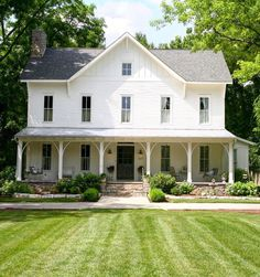 33 Stunning Rustic Farmhouse Exterior Design Ideas - Modern urban farmhouse are home design keywords that are very popular today as the natural aesthetic vibe is very much in sync with being grounded to . White Farmhouse Exterior, Farmhouse Design, Rustic Farmhouse, Farmhouse House Plans, Victorian Farmhouse, Urban Farmhouse, Modern Farmhouse Plans, Farmhouse Homes, Farmhouse Style