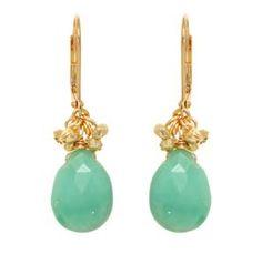 Todas las piezas de Rachel Reinhardt son hechas a mano, utiliza piedras semipreciosas y cristales austriacos.