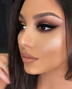 Here you can find makeup brushes and tools in affordable prices! Bride Makeup, Prom Makeup, Hair Makeup, Eyeshadow Makeup, Makeup Cosmetics, Scarecrow Makeup, Makeup Inspiration, Makeup Inspo, Makeup Goals