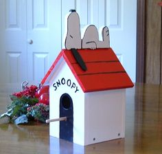Here's the classic recumbent Snoopy on his dog house.  Having completed my first Snoopy bird house , this one went much smoother. I reduced...