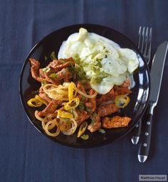 Kräftig gewürzt - dieses Gyros schmeckt mit Zwiebeln, Knoblauch und Peperoni noch besser als in der Taverna um die Ecke und überzeugt mit nur 350 kcal p.P.