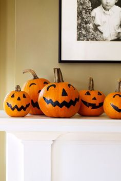 Try these 27 Easy DIY Halloween Decorations and Decorating ideas for festive and spooky experience. Best ever Halloween decoration ideas. Halloween This Year, Scary Halloween, Halloween Pumpkins, Fall Halloween, Halloween 2019, Fall Pumpkins, Halloween Crafts, Halloween Mantel, Halloween Candy