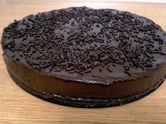 Εξαιρετική συνταγή για Τούρτα σοκολάτας. Γλυκός γρήγορος πειρασμός!