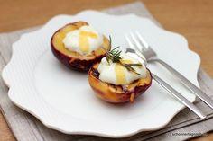 Schöner Tag noch! Gebackene Pfirsiche mit Rosmarin-Honig