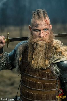 Viking beads were something that people held in high esteem. Because there were few Viking beads were found in the grave, presenting its rarity. Real Vikings, Vikings Ragnar, Ragnar Lothbrok, Norse Vikings, Viking Warrior Men, Viking Men, Viking Life, Viking Cosplay, Viking Costume