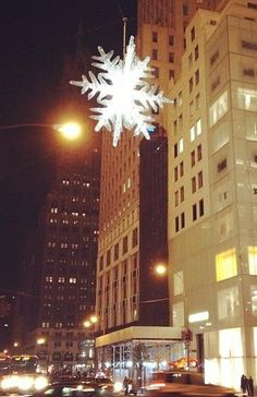 The holiday #UNICEFsnowflake hangs in NYC as a sign of hope. Check it out at 55th St and 5th Ave!
