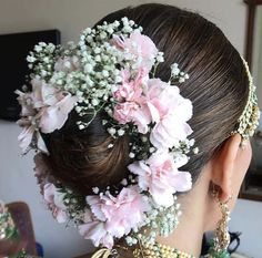30 Best Floral Bridal Bun Hairstyles For This Wedding Season! Bridal Hairstyle Indian Wedding, Bridal Hair Buns, Bridal Braids, Bridal Hairdo, Indian Wedding Hairstyles, Bride Hairstyles, Hair Wedding, Hairdos, Updos