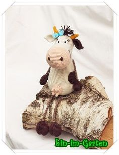 (Pattern available to purchase but not in English so needs translating). Crochet Cow, Crochet Amigurumi, Crochet Teddy, Amigurumi Toys, Crochet Animals, Crochet Dolls, Cow Toys, Bear Toy, Crochet Patterns Amigurumi