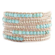 ターコイズのセミプレシャスストーンとスターリングシルバーのナゲットを、ベージュカラーのレザーにあしらった5連ラップブレス (http://www.chanluu.jp/wrap-bracelets/turquoise-wrap-bracelet-with-silver-nuggets-on-beige-leather/)