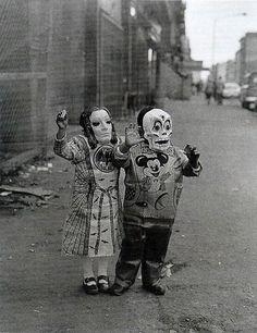 La veille de la Toussaint, les plus imaginatifs d'entre nous se parent d'effrayants costumes pour célébrer, comme il se doit, la nuit d'Halloween. Loin d'être une création récente, cette fête originaire des pays celtiques a travers&e...