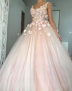 Charming Ball Gown Wedding Dress, Appliques Pink Tulle