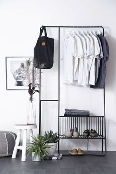 Slaapkamer – Binnenkijken bij byboonl look inside at byboonl – How tough is this clothes rack! This trendy Clothing rack gives your room a stylish finish, but also a modern industrial touch. Shelf Furniture, Home Furniture, Furniture Design, Industrial Interiors, Industrial Closet, Minimalist Room, Bedroom Layouts, Furniture Inspiration, Decor Interior Design