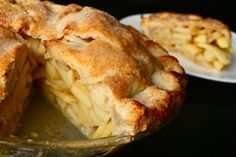 Perfect Apple Pie - Recipe - J. KENJI LÓPEZ-ALT For best results, pair this recipe with our Easy Pie Dough recipe. See our article on the best apples for pies to select good apples. Classic Apple Pie Recipe, Perfect Apple Pie, Best Apple Pie, Apple Pies, Serious Eats, Apple Pie Recipes, Apple Desserts, Dessert Recipes, Chefs