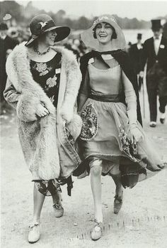 1920's Beautiful outfits, super hats!
