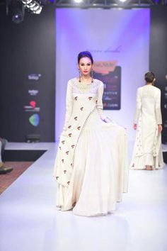 Buy White mirror and thread embroidered dress by Purvi Doshi at Aza Fashions Western Dresses, Western Gown, Kurta Designs, Dress Designs, Kurta Skirt, Designer Dresses, Designer Kurtis, Drape Gowns, Lit Outfits