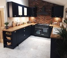 Home Decor Kitchen, Interior Design Kitchen, New Kitchen, Brass Kitchen, Kitchen Oven, Kitchen Ideas, Kitchen Hardware, Kitchen Storage, Wooden Worktop Kitchen