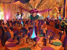 Hace algun tiempo les platicaba de la tendencia que existia ultimamente para hacer eventos cuyo tema para la decoración fuera el ''Carnaval'...
