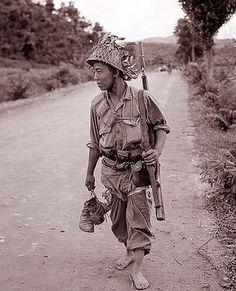 #TheForgottenKoreanWarInColor .... U.S. Marines in Seoul ...
